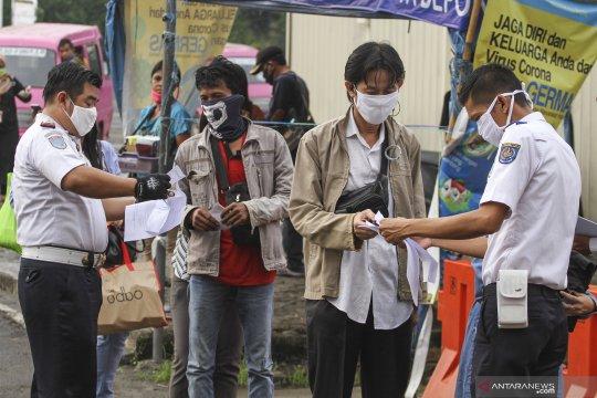 Kemarin, pengguna KRL anjlok hingga omzet penjualan batik turun