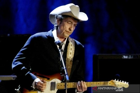Andrea Bocelli, Bob Dylan batal manggung di Hollywood Bowl
