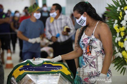 Tarian iringi pemakaman ketua suku Amazon yang meninggal karena corona