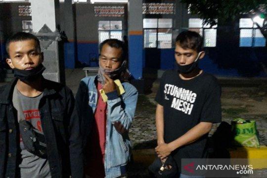 Menyamar jadi kondektur, penumpang ilegal ditangkap Petugas Pelabuhan