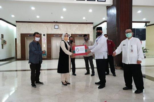 Pemkot Jakpus terima bantuan 450 APD dari Jakarta Tourism Forum