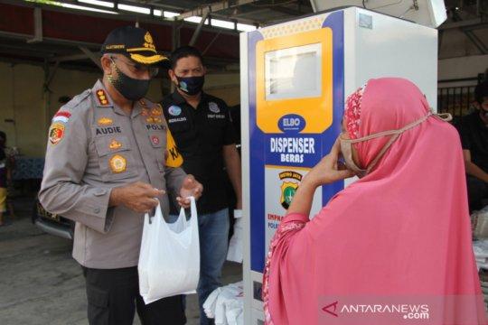 Dispenser beras Polrestro Jakbar ringankan beban warga Kebon Jeruk