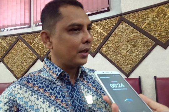 Legislator sayangkan warga berkerumun ambil BST di kantor Pos Padang