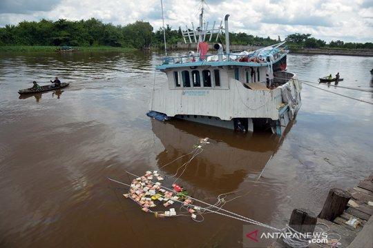 Kapal sembako tenggelam di Pekanbaru kerugian Rp4 miliar