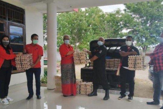 PDIP NTT bantu telur ayam untuk warga terdampak COVID-19