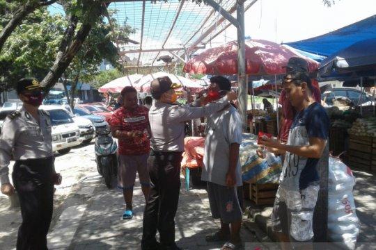 Warga Manado sambut baik pembagian masker dari Satgas Aman Nusa
