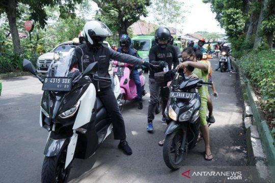 18 warga Bogor diberi sanksi sosial bersihkan sampah