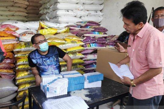 Ribuan kuli angkut Pasar Induk Cipinang dapat bantuan obat herbal