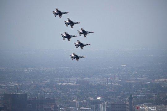 Thunderbirds beri penghormatan untuk pejuang garis depan memerangi COVID-19