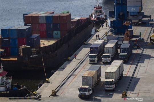 Arus peti kemas stabil, namun arus barang turun di Tanjung Priok