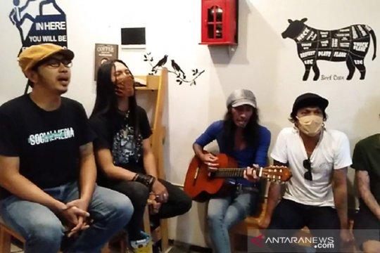 Energi dan motivasi melawan COVID-19 dari musisi rock Surabaya