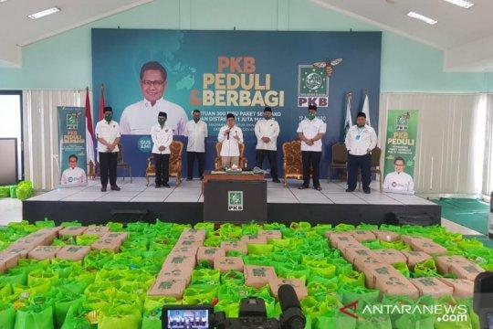 Muhaimin Iskandar bagikan 300 ribu paket sembako dan satu juta masker