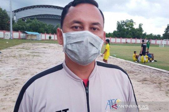 Kompetisi libur, pelatih Kalteng Putra jualan kue