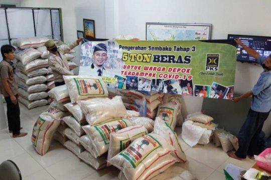 PKS Depok distribusikan 5 ton beras bagi warga terdampak COVID-19