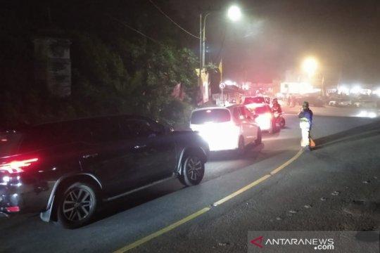 Arus kendaraan arah Puncak-Cianjur melonjak, pemeriksaan diperketat