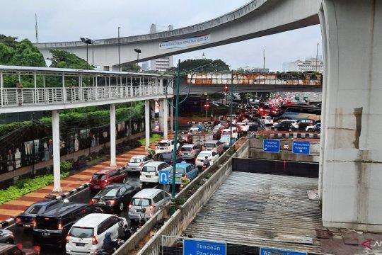 Arus lalu lintas padat di Pancoran dan Mampang