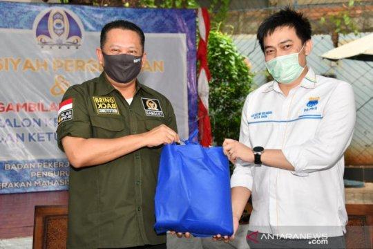 Bamsoet berikan bantuan kepada PB HMI dan PMII