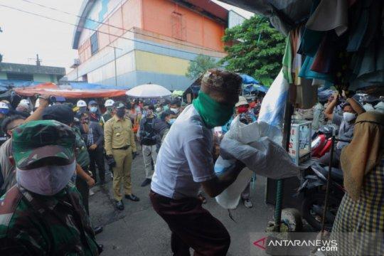 Wali Kota Bogor pimpin penertiban pedagang di Pasar Kebon Kembang