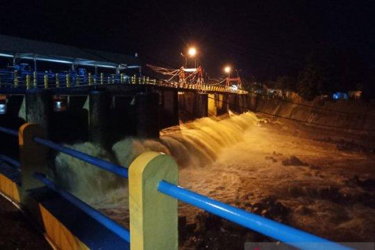 128 warga Balekambang mengungsi dengan protokol PSBB akibat banjir