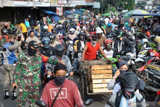 Kepadatan di pasar tradisional kota Bogor