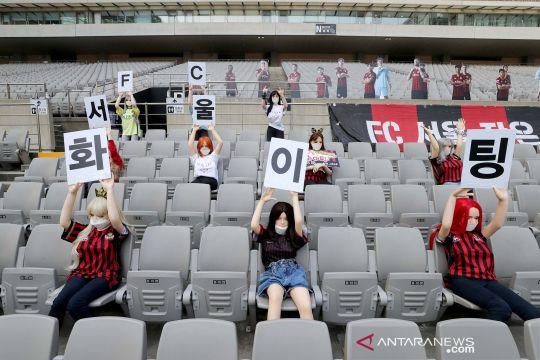 Manekin jadi penonton laga sepakbola di Korsel