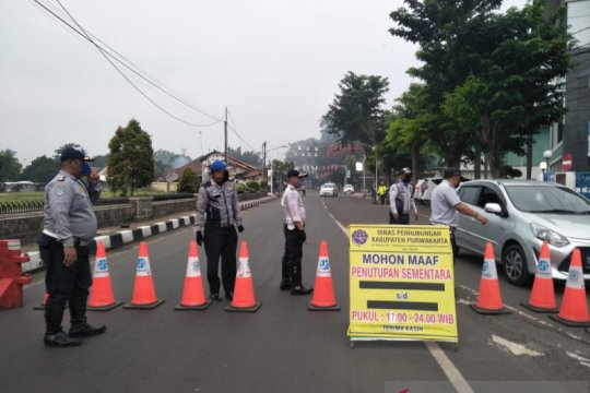 Penutupan jalan di Purwakarta dihentikan menyusul berakhirnya PSBB