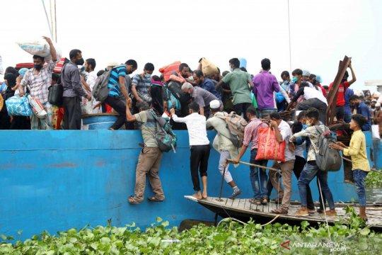 Kapal feri Bangladesh tenggelam, 5 tewas, banyak yang hilang