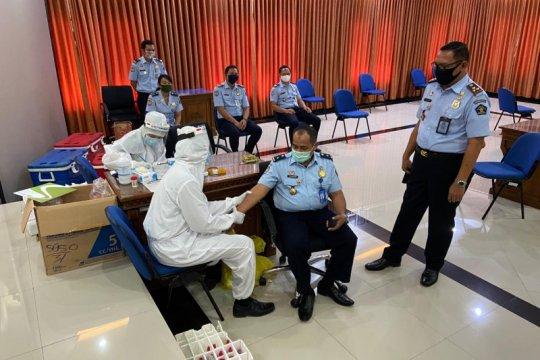 Ratusan pegawai kantor Imigrasi di Bali lakukan rapid test
