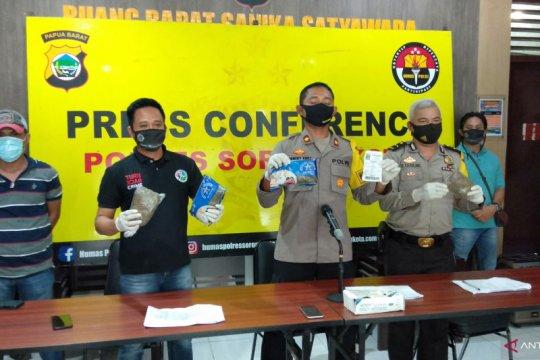 Polres Sorong Kota tangkap pemilik puluhan bungkus ganja kering