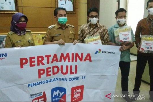 Pertamina berikan bantuan 1.200 paket sembako di Pontianak