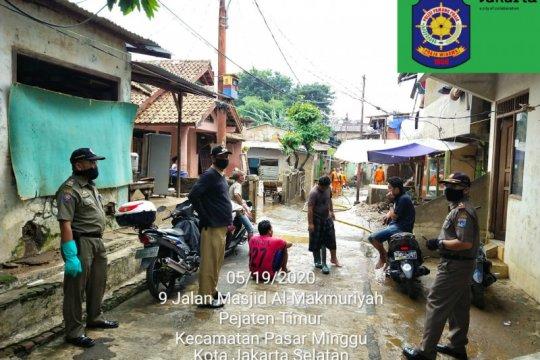 Warga Kelurahan Pejaten Timur mulai benahi sisa banjir