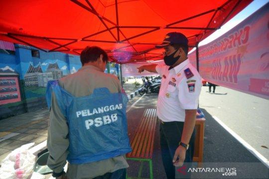Pelanggar PSBB di Padang dikenai sanksi kerja sosial hingga denda