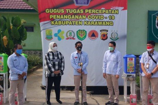 ADM serahkan bantuan COVID-19 kepada Bupati Karawang