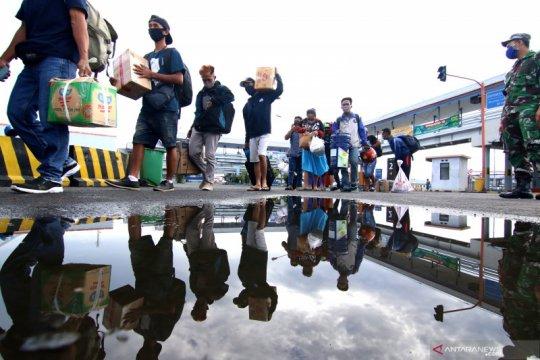 Arus mudik H-5 lebaran di Pelabuhan Ketapang