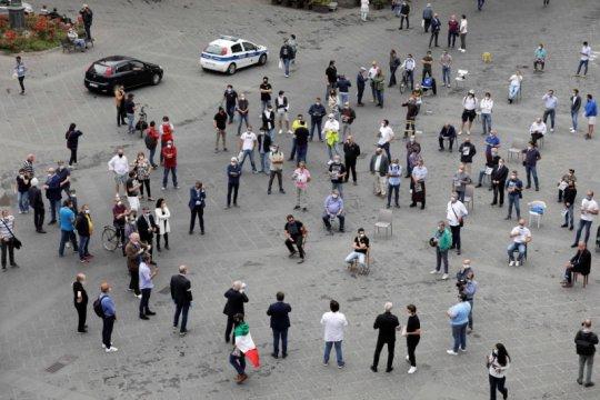 Partai oposisi Italia berunjuk rasa di Roma, langgar aturan pembatasan