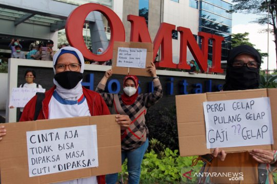 Petugas medis RS Omni menuntut pembayaran THR