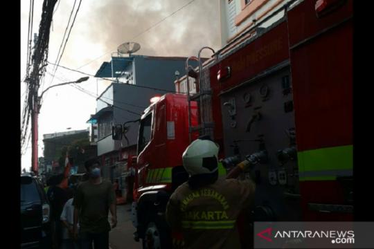 Sudinsos Jakbar siapkan sejumlah posko pengungsi kebakaran Gang Venus