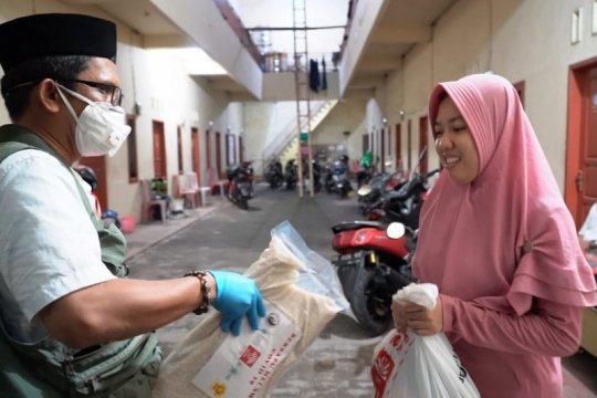 Penuhi kebutuhan pokok mahasiswa luar provinsi, FTI-UMI bantu sembako