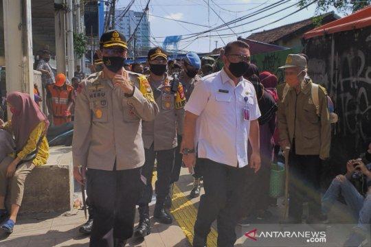 Petugas gabungan inspeksi mendadak Pasar Tanah Abang