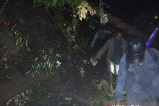 Jalur utama Cianjur Selatan putus akibat longsor