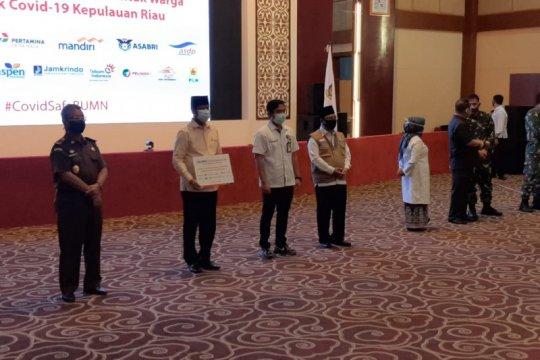 Satgas BUMN Kepri serahkan 5.002 paket sembako