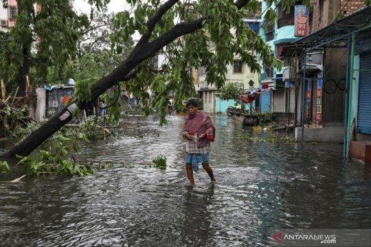 Siklon Amphan terjang Kolkata