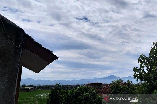 Warga Kabupaten Bandung dengar suara dentuman dari langit