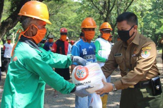 Perhutani Jatim berikan bansos untuk 29 ribu orang warga sekitar hutan