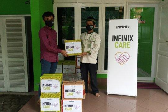 Infinix bagi paket sembako ringankan beban COVID-29