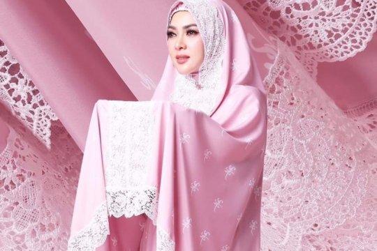 "Lima pilihan ""mukena artis"" untuk rayakan Idul Fitri"