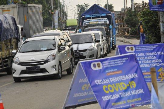Kemacetan perbatasan Bekasi - Karawang