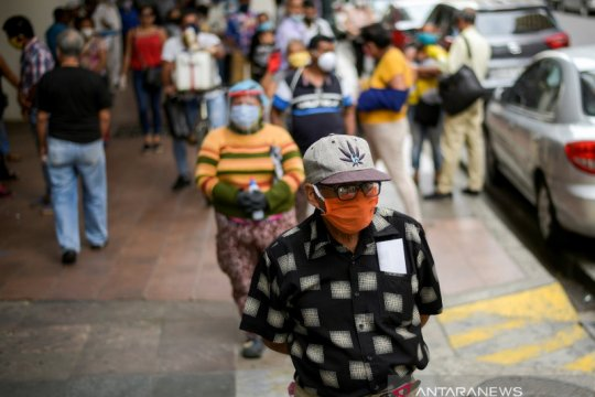 Tuntut jenazah pemimpin dikembalikan, pribumi Ekuador sandera polisi