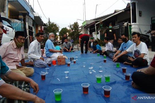 Warga di zona hijau berbuka puasa bersama jelang akhir Ramadhan