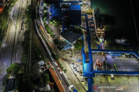 Foto aerial sepinya Pelabuhan Merak jelang lebaran